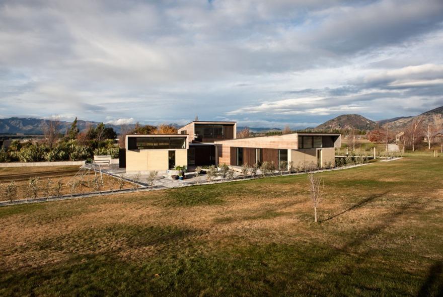 Rammed Earth house, Wanaka New Zealand by Assembly Architects Ltd